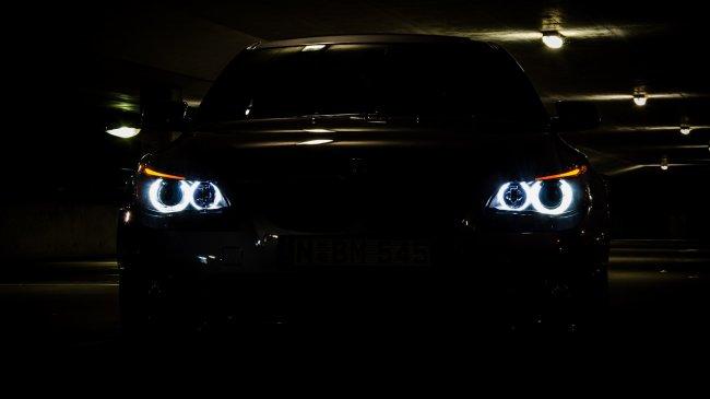 Черный BMW 335I