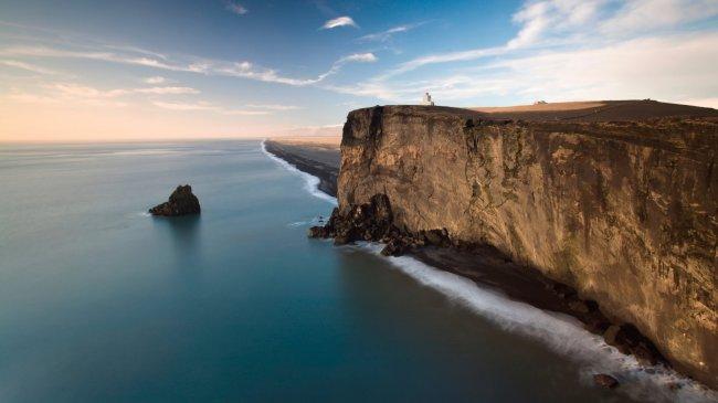 Маяк на полуострове Дирхоулаэй, Исландии
