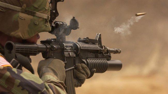 Выстрел из автомата M4A1