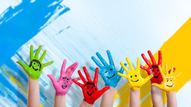 Детские ладошки раскрашенные в разные цвета