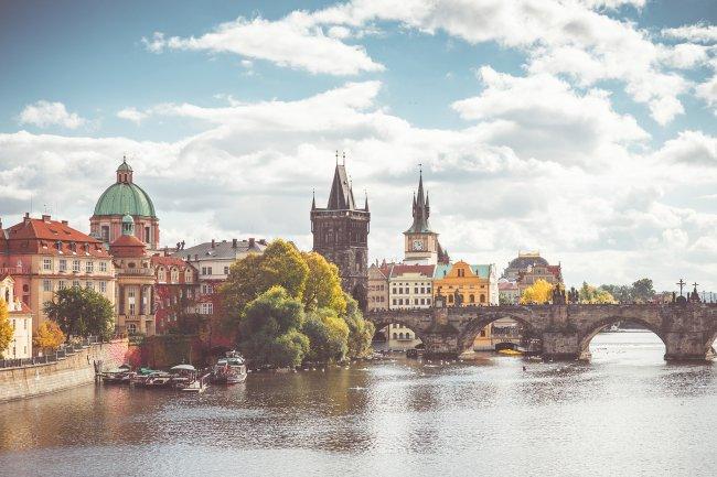 Карлов мост через реку Влтаву в Праге, Чехия