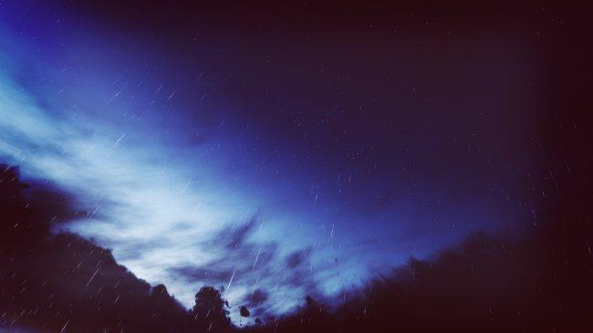 Дождливое ночное небо