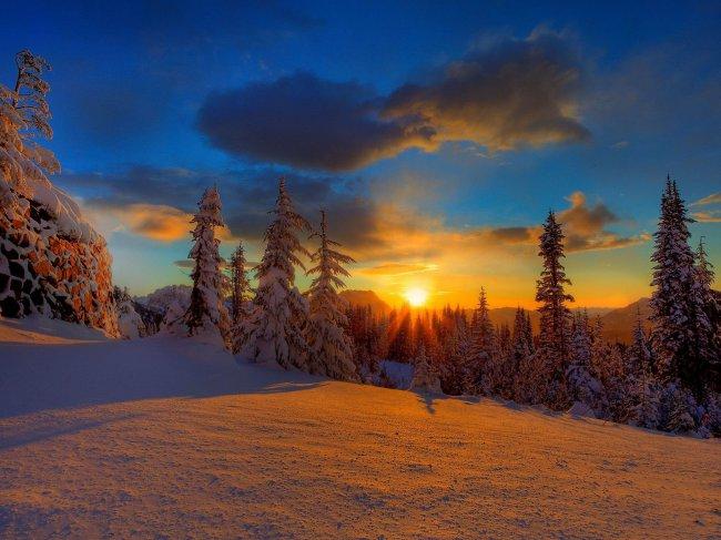 Зимняя природа на закате дня