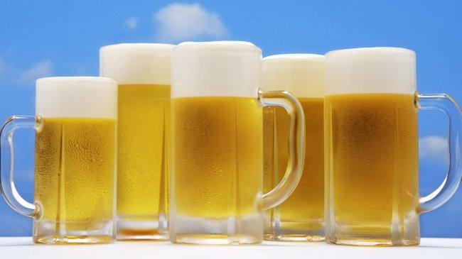 Кружки с пенным холодным пивом