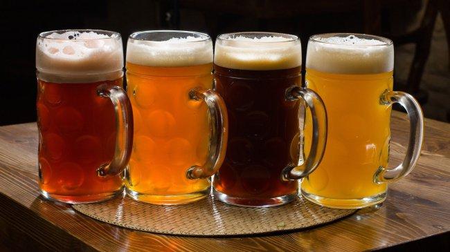 Четыре бокала с разным цветом пива