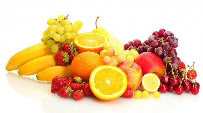 Разнообразие фруктов на белом фоне