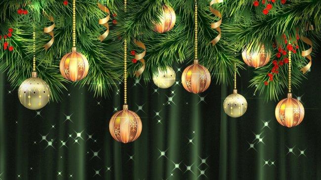 Новогодние шары висят на ёлке