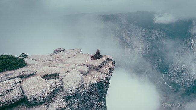 Выступ на горе в национальном парке Йосемити