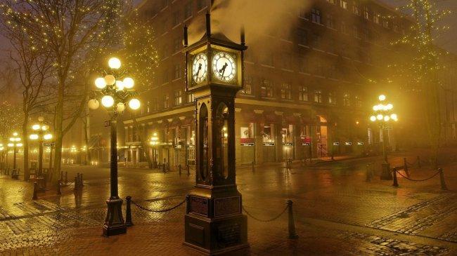 Часы в виде уличного столба в Ванкувере, Британская Колумбия