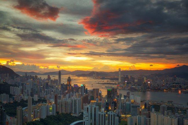 Закат над Гонконгом, Китай