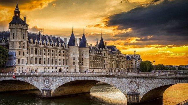 Музей и замок Консьержери в Париже, Франция