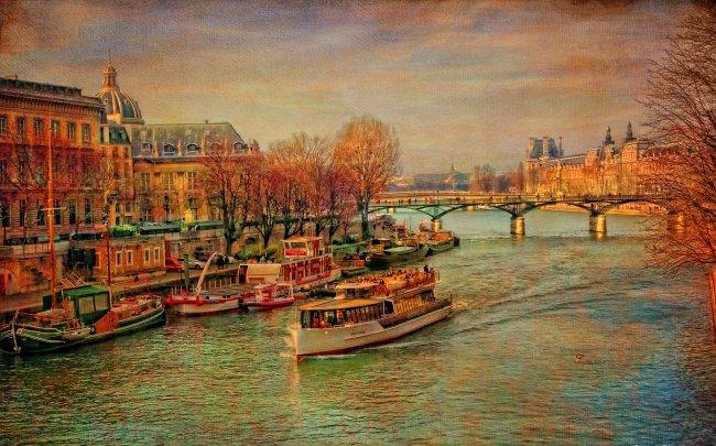 Прогулочные корабли на реке Сена, Париж, Франция