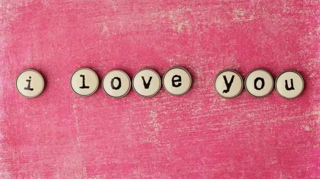 Пуговицами выложено Я тебя люблю