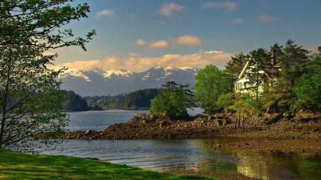 Аляска поселок на берегу озера