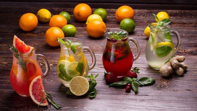 Кувшинов с фруктовым лимонадом