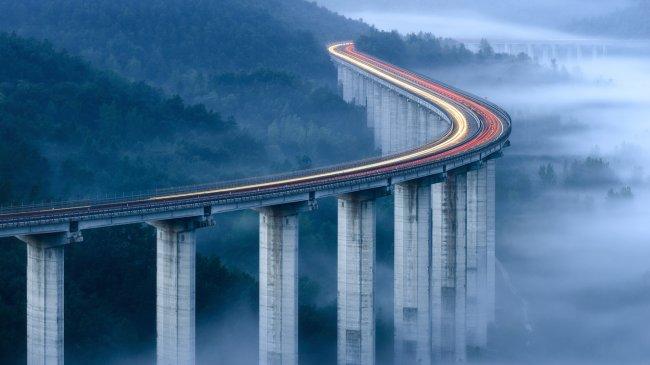 Утренний туман у моста