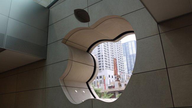 Окно в стене как логотип Apple
