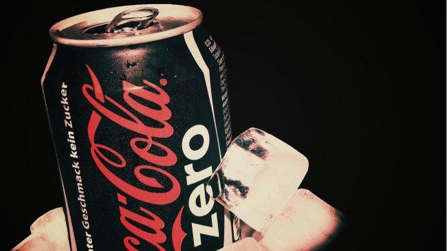 Банка с Coca Cola zero во льду