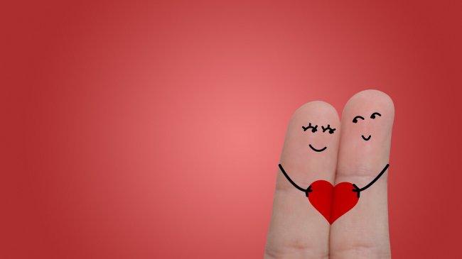 Два пальца на руке в виде влюбленной пары