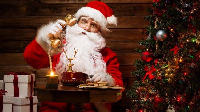 Дед Мороз звонит по телефону