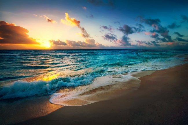 Берег моря на закате