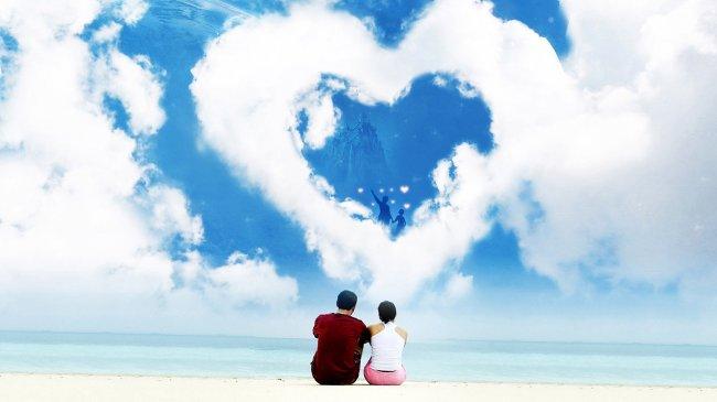 Мужчина и женщина смотрят на облачное сердце