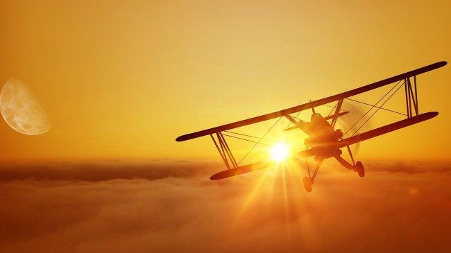 Силуэт самолета в лучах заката