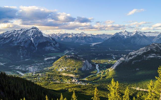 Вид с горы Салфер на национальный парк Банф, Канада