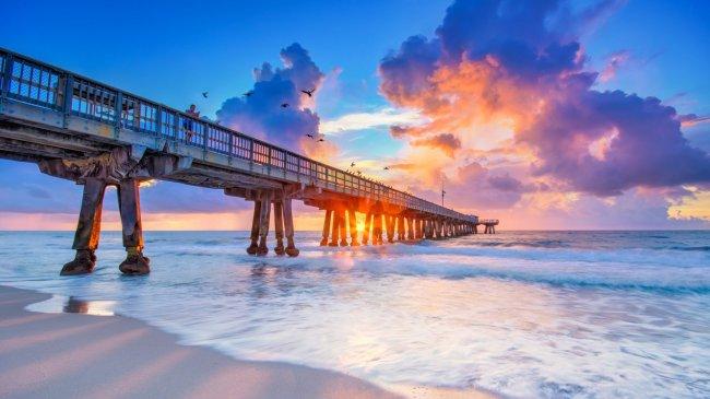 Пирс у побережья Помпано-Бич, штат Флорида, США