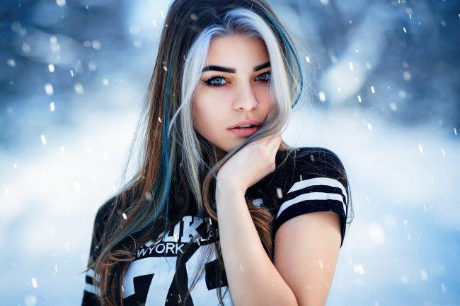 Девушка с крашенными волосами