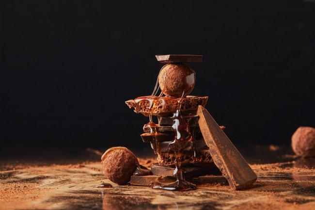 Дольки шоколада и какао покрытые медом