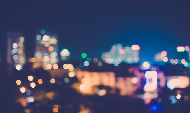 Размытые огни ночного города