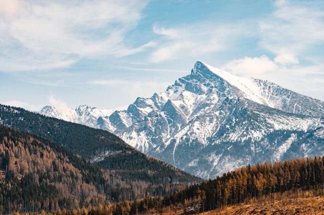Огромный горный пик Кривань в Высоких Татрах, Словакия