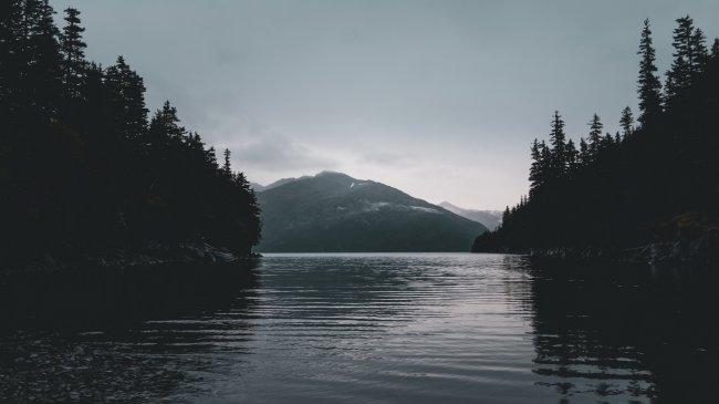 Озеро на Аляске by Jaron Mobley