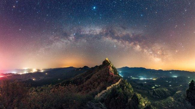 Великая Китайская стена под звездным небом