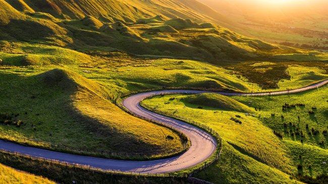 Извилистая дорога в долине Эдейл, Великобритания