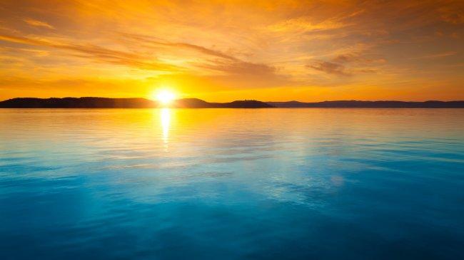 Восход солнца над озером Балатон, Венгрия