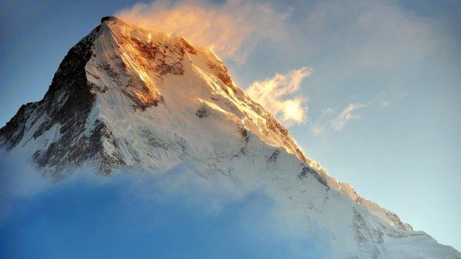 Вершина горы Аннапурна, освещённая солнечными лучами