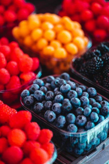 Пластиковые контейнеры с фруктами