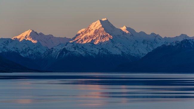 Озеро Тасман на фоне горы Кука в Новой Зеландии