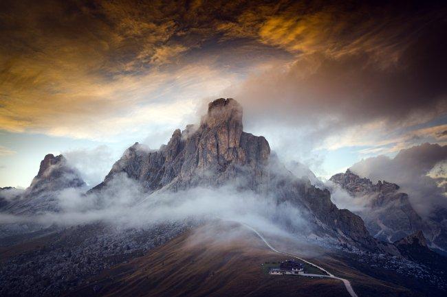 Горный перевал Пассо Джау в Доломитовых Альпах, Италия