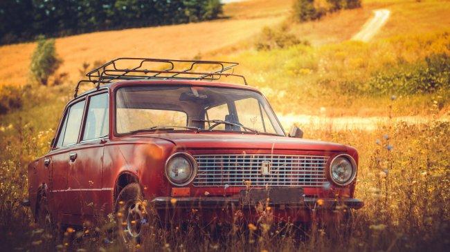 Советский заднеприводный легковой автомобиль ВАЗ-2101