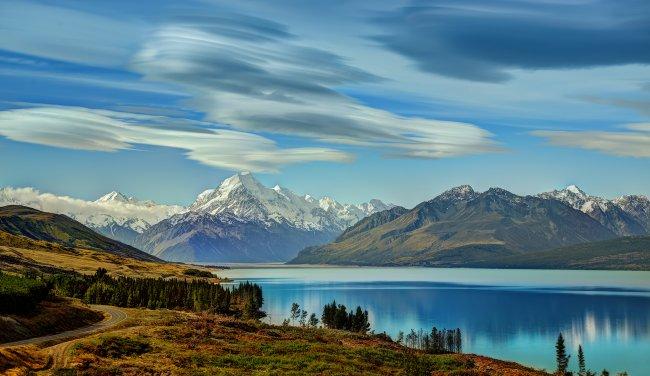 Дорога на гору Кука вдоль озера Пукаки, Новая Зеландия