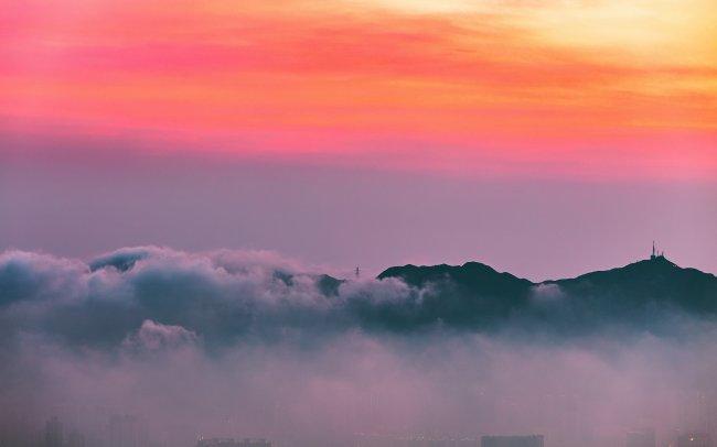 Город туманным утром