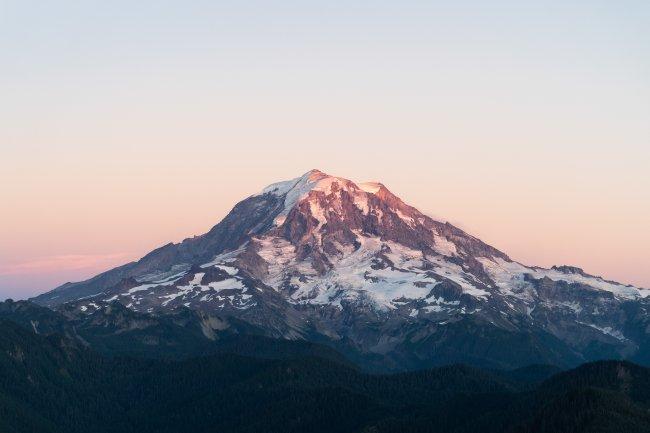 Стратовулкан Маунт Рейнир в штате Вашингтон, США