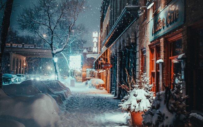Тихая вечерняя заснеженная улица