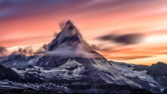 Вершина Маттерхорн в Пеннинских Альпах на границе Швейцарии