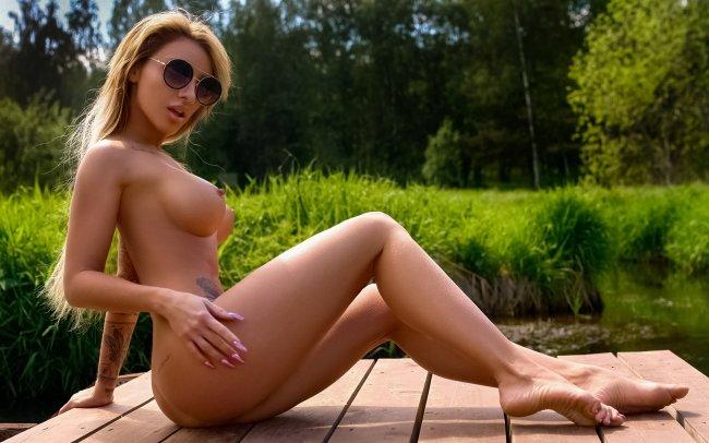 hot, sexy, julia abrams