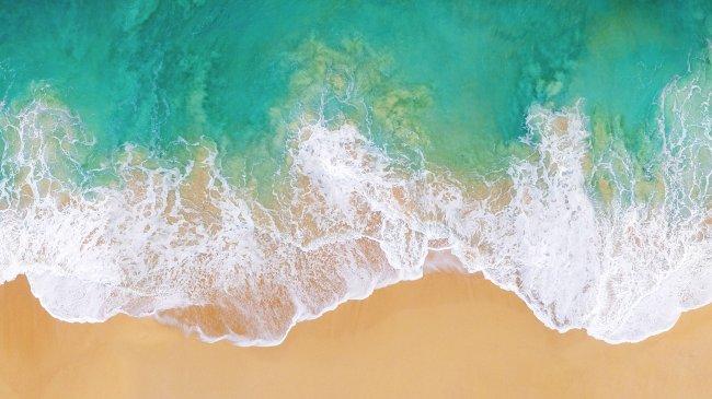 Морская вода омывающая песчаный берег