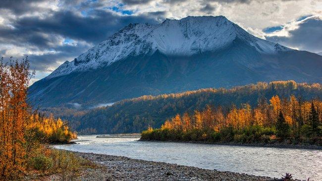 Река Матануска в юго-центральной части Аляски, США